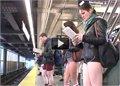 יום ללא מכנסיים ברכבת תחתית