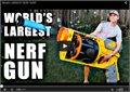 אקדח צעצוע ענק - גברים תמיד נשארים ילדים