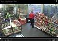 עובד בחנות גירש שודדים בצורה יוצאת דופן