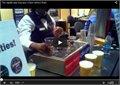 איך למזוג שלוש כוסות בירה בלי קצף